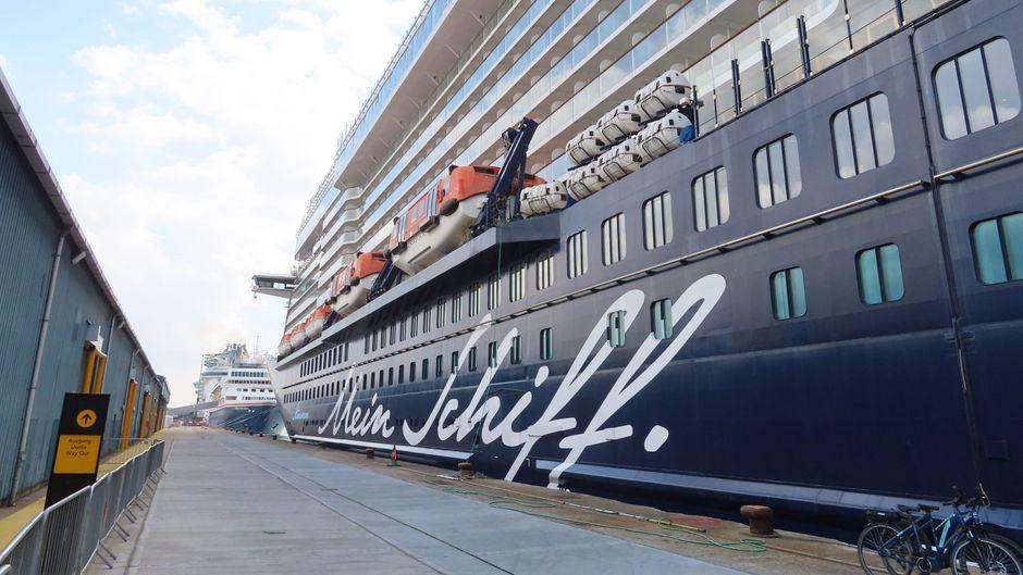 """Auf der """"Mein Schiff 3"""" gibt es einen Coronavirus-Fall. Das Kreuzfahrtschiff wurde unter Quarantäne gestellt."""