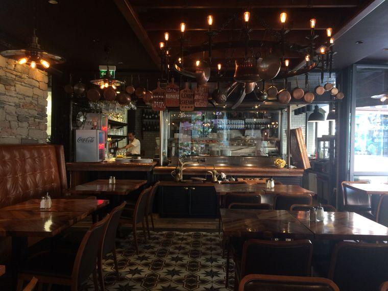 Betrieben wird die Restaurantkette Hasir von der Familie Aygün. Mehmet Aygün soll den Döner-Kebap einer Legende nach sogar miterfunden haben.