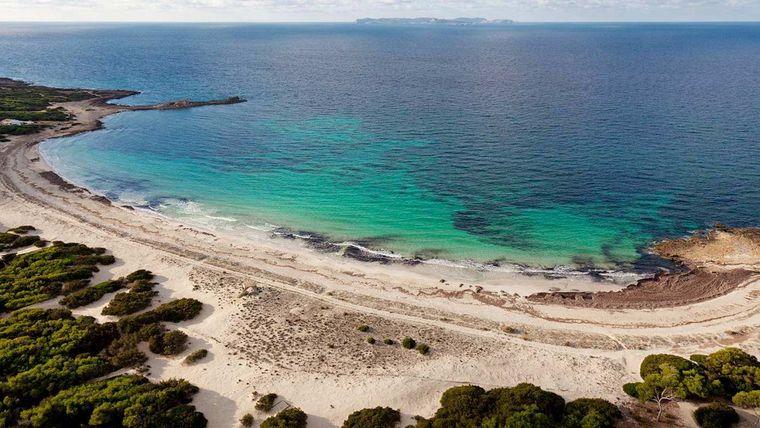 Es Caragol ist ein Strand auf Mallorca.