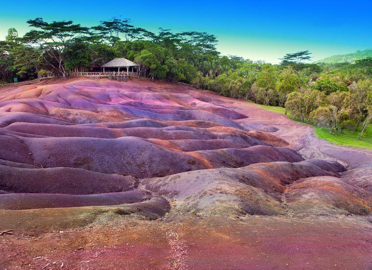 Die siebenfarbige Erde ist ein besonderes Naturphänomen auf Mauritius.