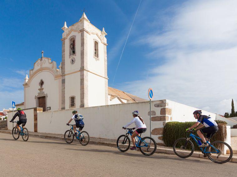 Die Region um die Küstenstadt Lagos lässt sich auch gut mit dem Fahrrad erkunden.