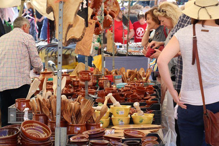 Auch im Angebot: Tontöpfe, wie sie auf Mallorca hergestellt werden.