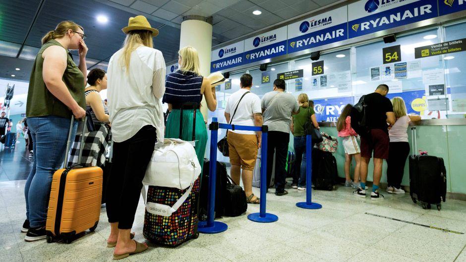 Tausende Fluggäste mussten wegen der Streiks bei Ryanair warten und umplanen. (Symbolfoto)