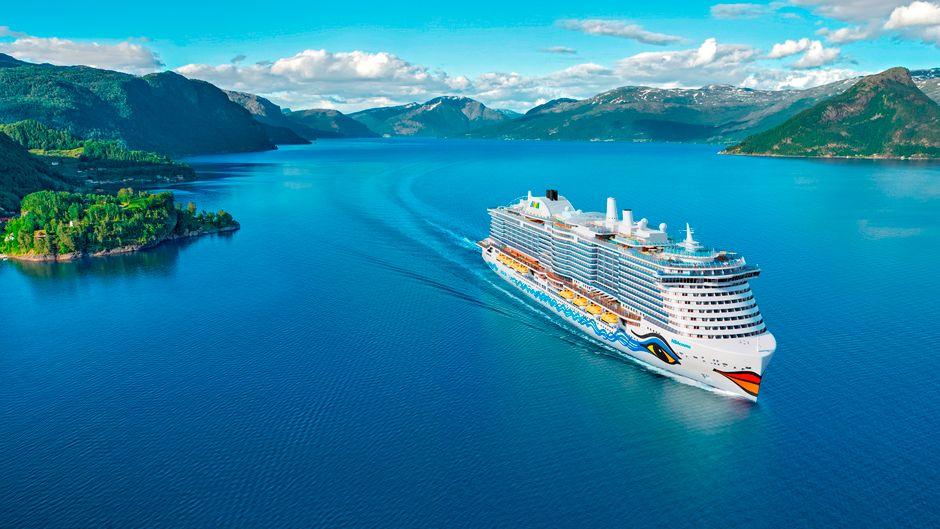 """Eine Kreuzfahrt durch die Fjordlandschaft Norwegens: Die können Urlauber ab 2021 mit der """"Aida Cosma"""" machen."""