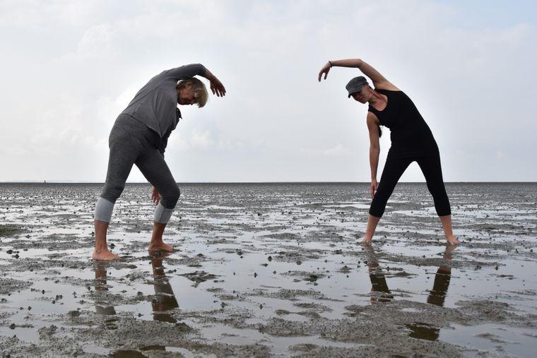 Pilates im Watt: Training für den Körper, Entspannung für den Geist.