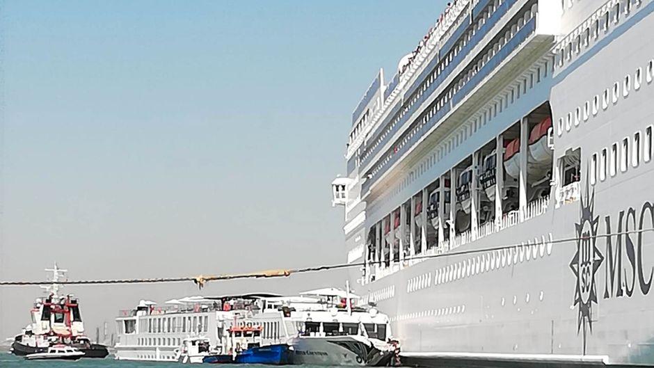 Der Unfall befeuert die Diskussion um Kreuzfahrtschiffe in Venedig.