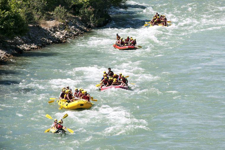 Der kleine Badeort Kumköy gilt als beliebter Ausgangspunkt für Wild Water Rafting.