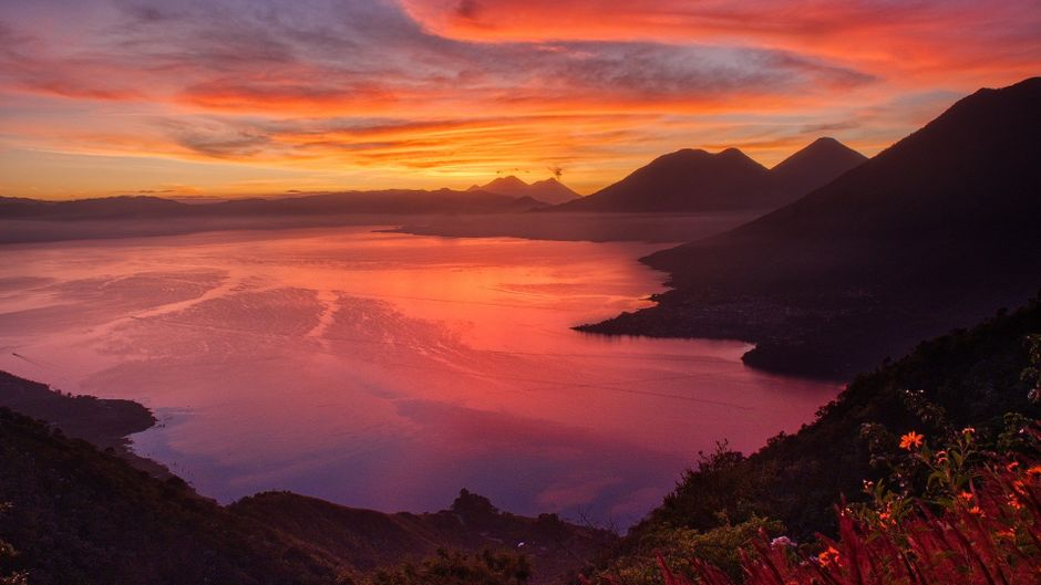 Der Atitlán-See gilt als einer der schönsten weltweit – vor allem in den frühen Morgenstunden hat er einen ganz besonderen Zauber.