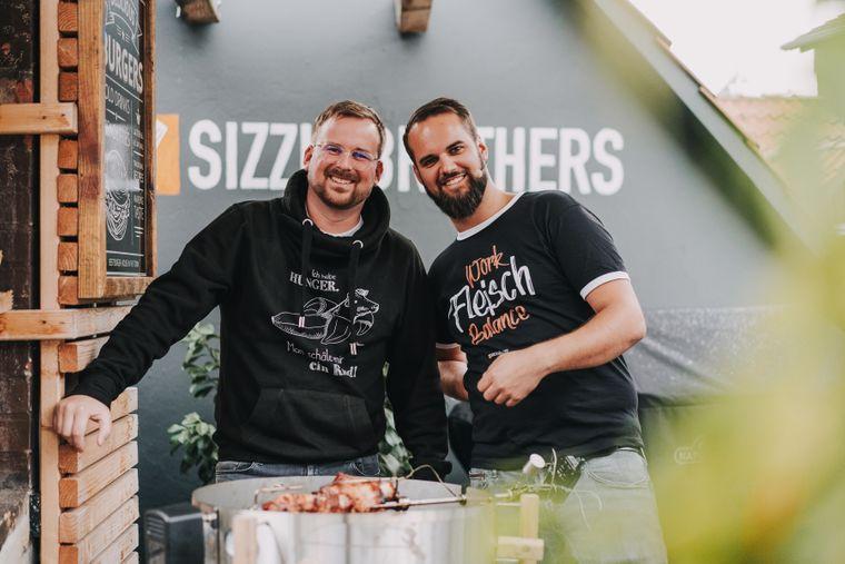 Die Sizzle Brothers aus Hannover haben sich auf Grillgerichte spezialisiert und begeistern damit auf Youtube und Instagram.