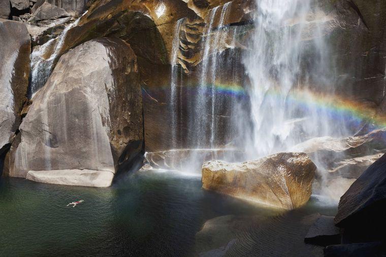 Im Yosemite National Park in Kalifornien stehen deine Chancen gut, einen Regenbogen zu entdecken.