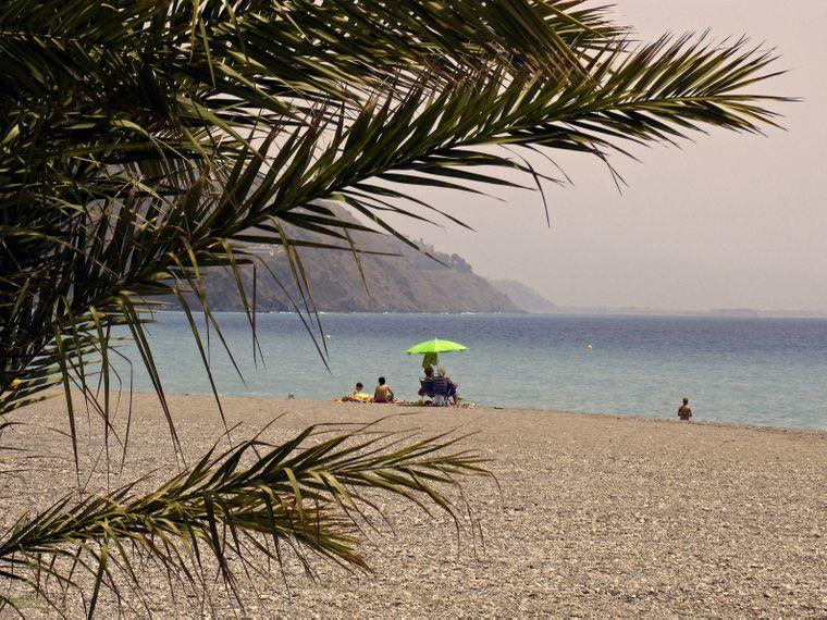 Der traumhafte Playa de la Herradura in Malaga.