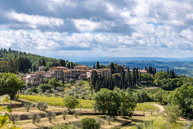 Typische Landschaft in der Toskana bei Castellina in Chianti. Die erlebst du dort auch beim Wandern.