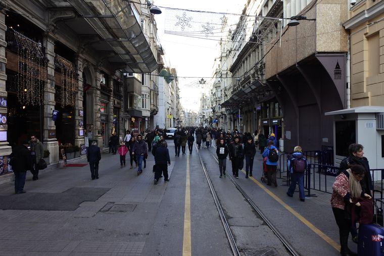Die İstiklal Caddesi ist eine der bekanntesten Shopping-Straßen in Istanbul.