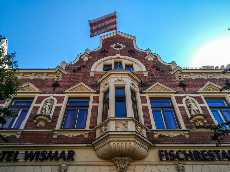 Das Restaurant und Hotel Wismar ist schon wegen der frischen Fischgerichte einen Aufenthalt wert.