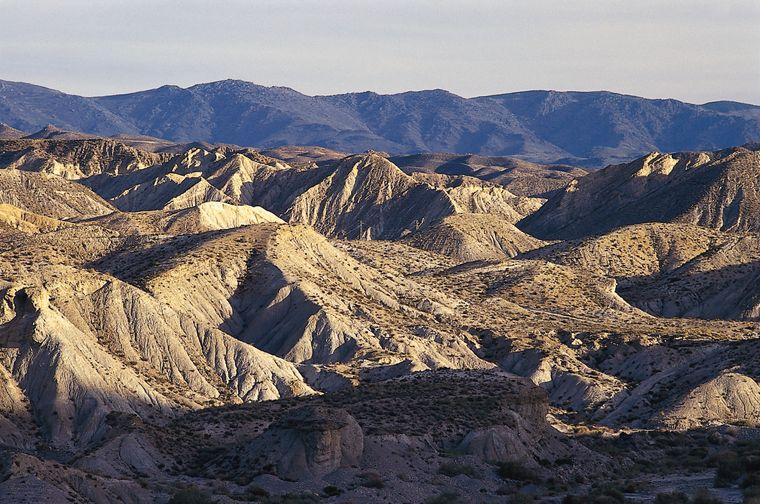 Mitten in Andalusien in Almería liegt die Desierto de Tabernas, die Wüste von Tabernas.
