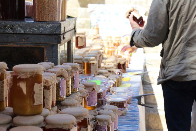 Auch Naturkosmetik von Mallorca finden Besucher auf dem Bauernmarkt in Sineu.