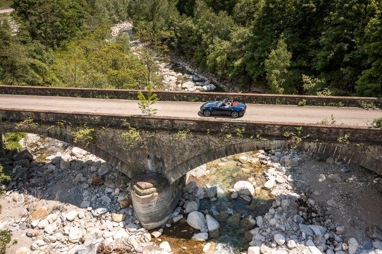 """Unterwegs im Mazda MX-5 Sondermodell """"Million Stars"""" auf der Grand Tour of Switzerland im Tessin bei Osco."""