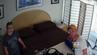 Derek und seine Frau gucken ungläubig in die versteckte Kamera.