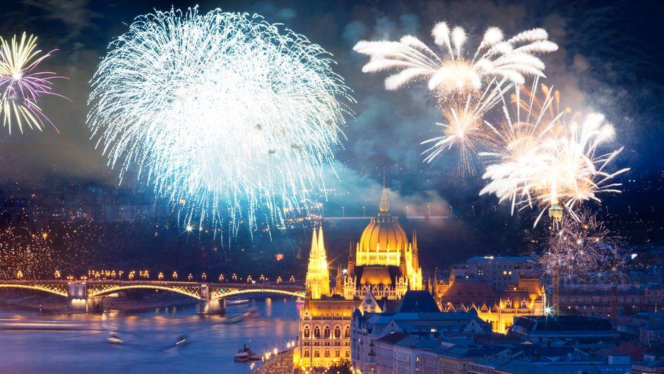 In Ungarn wird das neue Jahr, wie in vielen anderen Ländern, mit einem großen Feuerwerk begrüßt.
