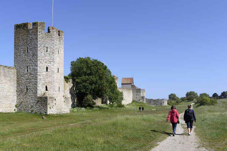 Stadtmauer um Visby auf Gotland ist UNESCO-Weltkulturerbe