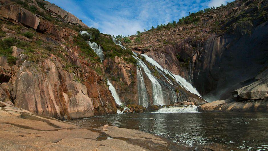 Am Kap von Fisterra stürzt der Fluss Xallas River 100 Meter in die Tiefe.