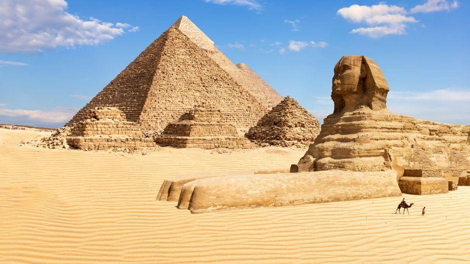 Das Betreten der Pyramiden von Gizeh ist ohne Erlaubnis illegal und steht unter Strafe.