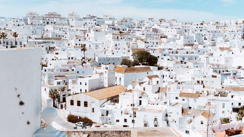 Eines der berühmten weißen Dörfer in Andalusien.