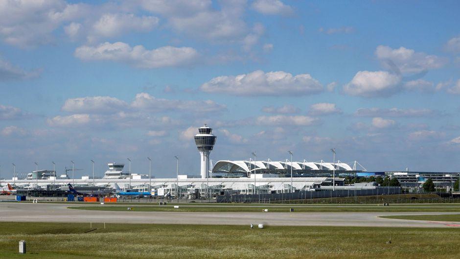 Ansicht des Flughafens Franz Josef Strauß in München, Bayern.