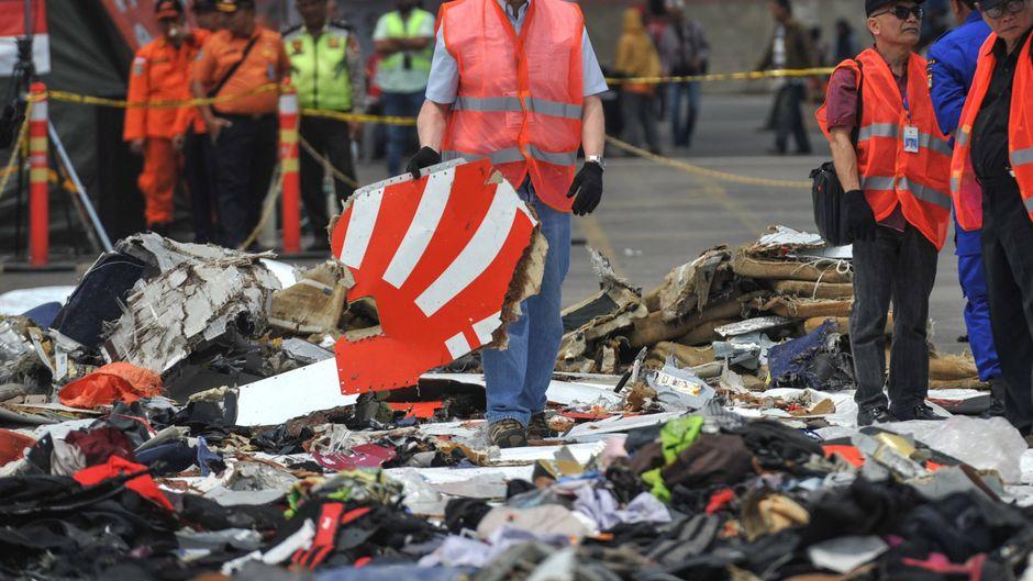Nach dem Absturz einer Boeing 737 Max von Lion Air im Oktober konnten nur noch Trümmer geborgen werden.