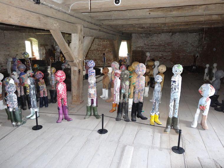 Im Hotel Raketa ist die Dauerausstellung mit Figuren des Künstlers Uwe Schloen zu sehen.