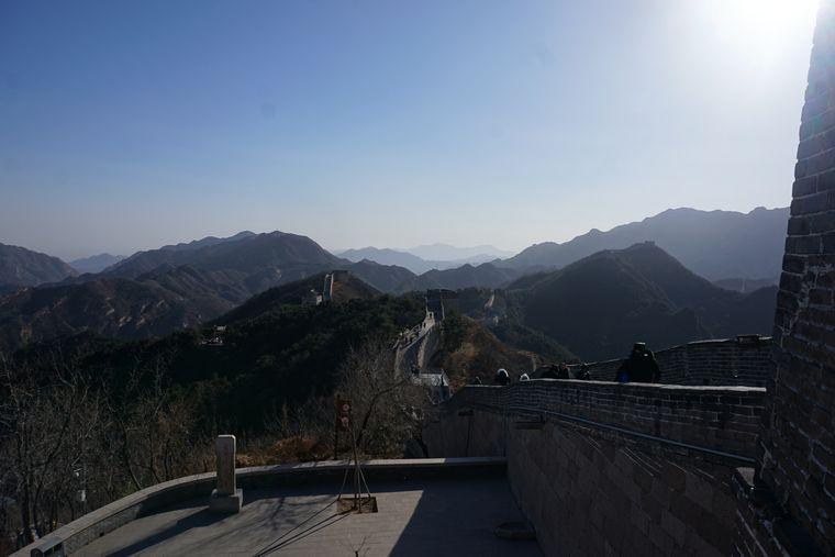 Bei seiner Zugreise nach Vietnam machte Elias einen Ausflug zur Chinesischen Mauer.