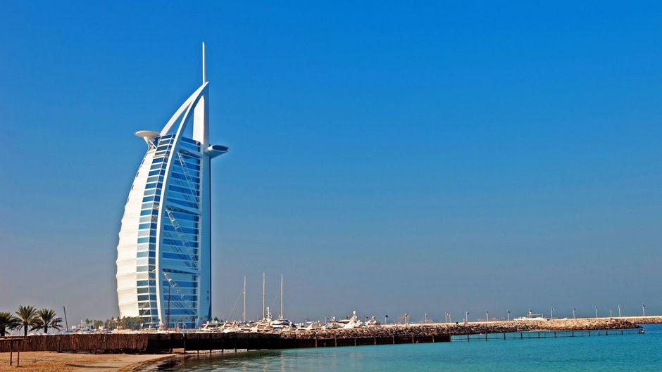 Das Hotel Burj Al Arab in Dubai: Daneben sollen zwei künstliche Inseln entstehen.
