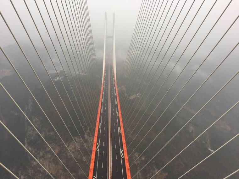 Blick auf die höchste Brücke der Welt, die Beipanjiang Bridge in China
