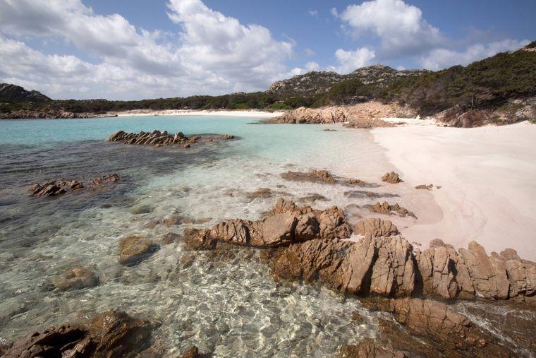Spiaggia Rosa ist als der pinke Strand von Sardinien bekannt.