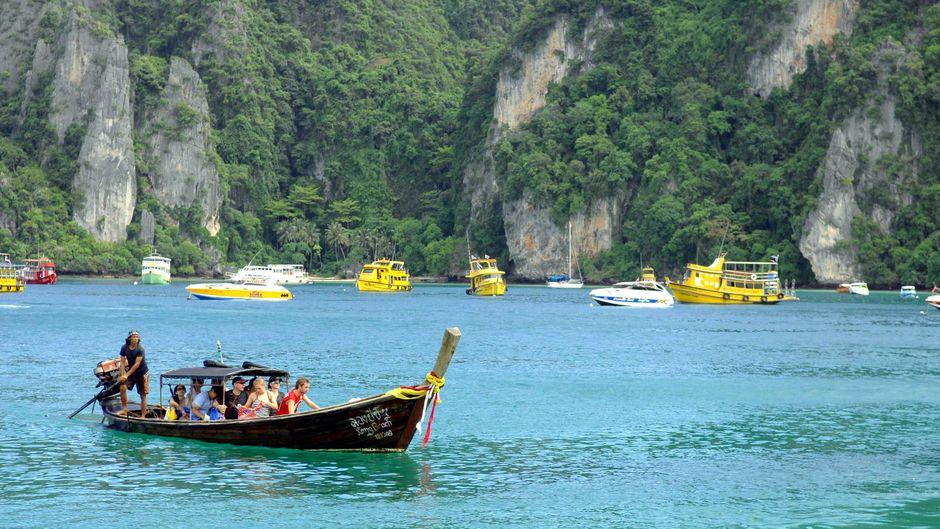 Bootstour vor der Insel Phi Phi in Changwat
