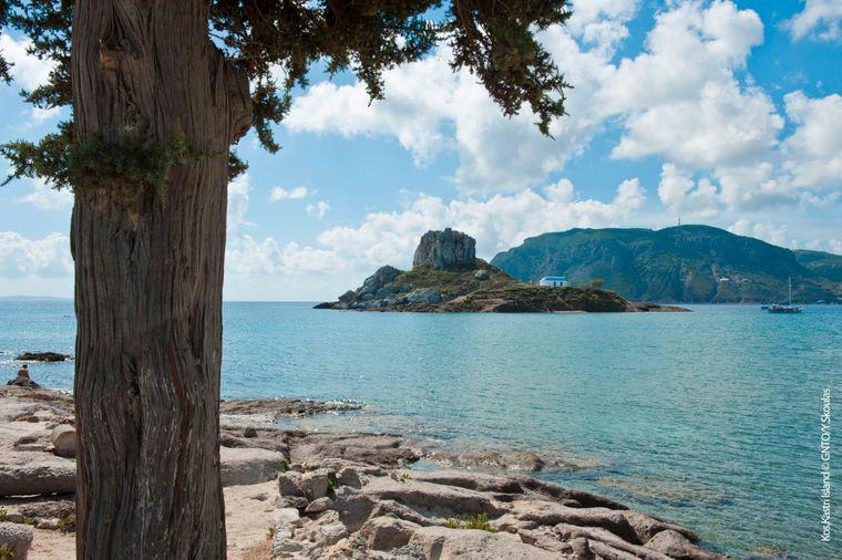 In Kastri befinden sich Ruinen einer alten Festung, die die Insel Kos vor Piratenangriffen schützen sollte.