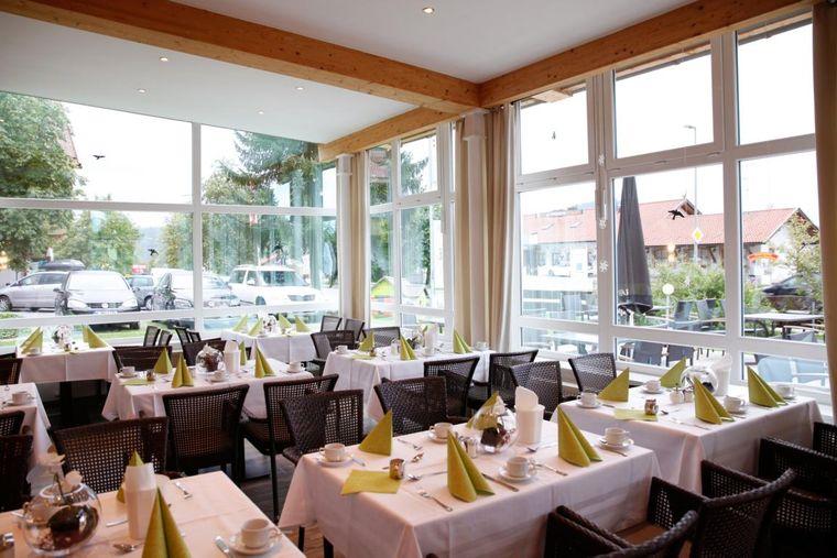 Speisen im hoteleigenen Restaurant mit typischen bayerischen Köstlichkeiten.
