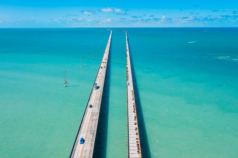 Die Seven Mile Bridge misst keine sieben Meilen und wirkt trotzdem endlos.