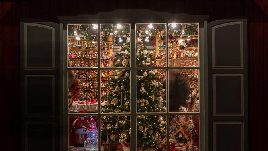 Erschaffe einen Mini-Weihnachtsmarkt in deinen eigenen vier Wänden.