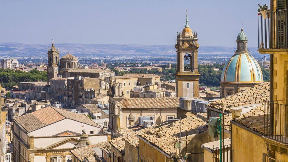 Die historische Hafenstadt Catania liegt am Fuß des Ätnas.