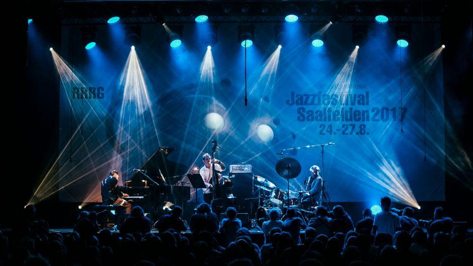 """Die Hauptkonzerte gehen im Congress, dem Veranstaltungszentrum von Saalfelden, über die """"Main Stage""""."""