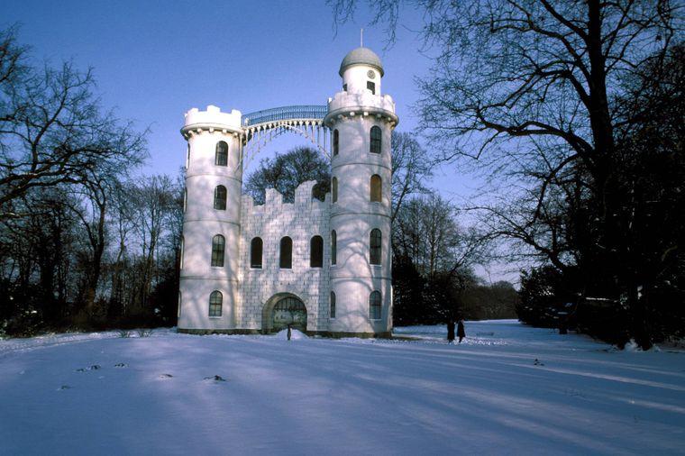 Das Schloss auf der Pfaueninsel im Havelsee – toll für einen Winterausflug.