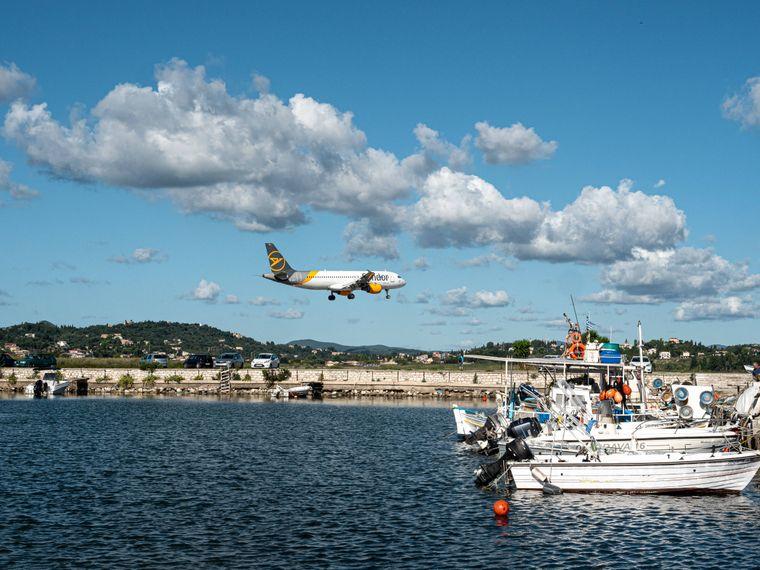 Landung auf Korfu – so beginnt der perfekte Urlaub auf der griechischen Insel.