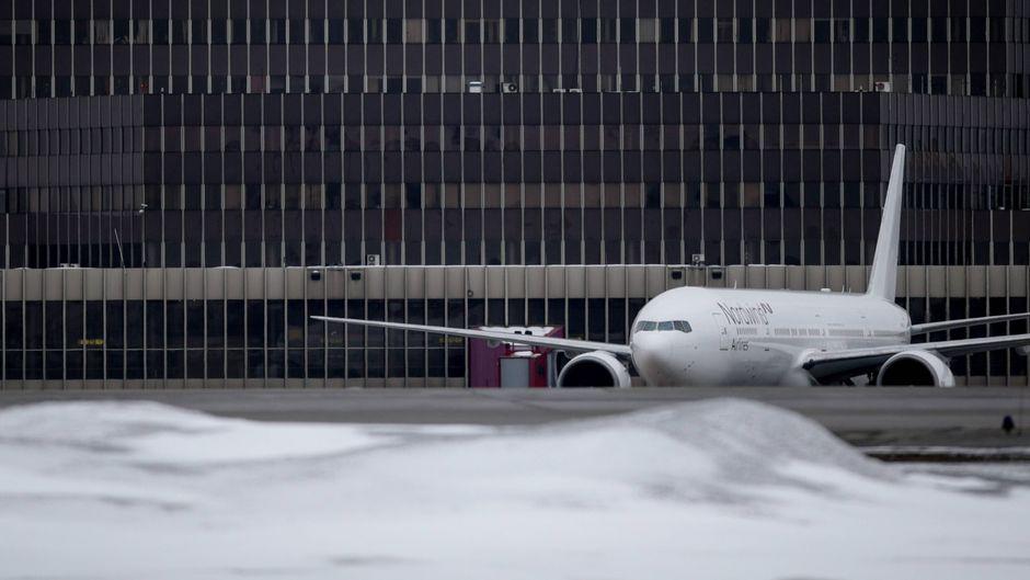 Eine Boeing 777 für Nordwind Airlines am Moskauer Flughafen Scheremetjewo.