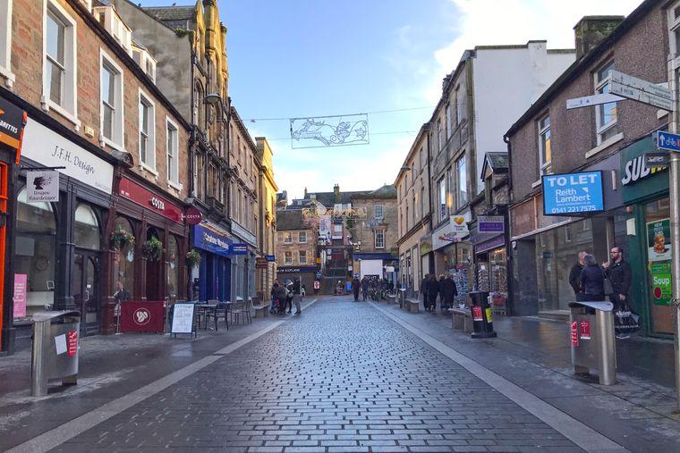 Historische Gebäude neben 60er-Jahre-Bauten: Die Altstadt von Inverness.