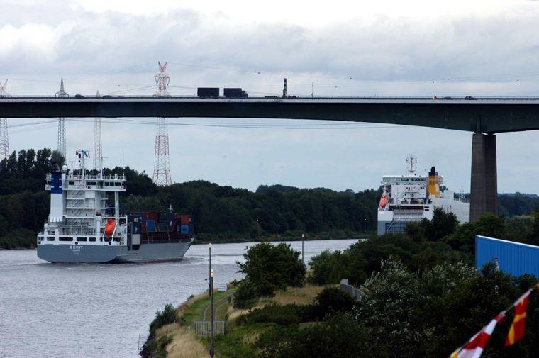 Shipspotting am Nord-Ostsee-Kanal.