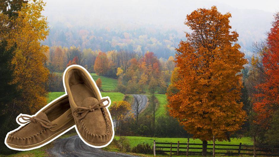 Mokassins aus Leder sind traditionelle Schuhe in Kanada. Sie sind auch ein beliebtes Souvenir.
