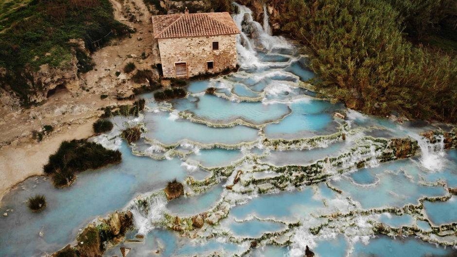 Die heißen Quellen von Saturnia sind ein beliebtes Ausflugsziel in der Toskana.