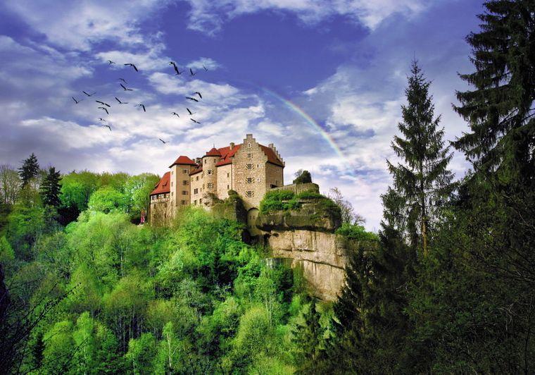 Burg Rabenstein, in schwindelerregender Höhe gelegen.