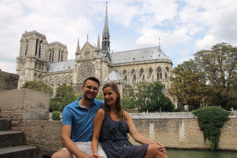 """Das sind Sophie und Benjamin Haltenhof aus Kiel. Sophie schreibt: """"Notre-Dame gehörte schon immer zu meinen Lieblingskirchen, seit ich sie als 13-Jährige zum ersten Mal sah, weil sie so majestätisch und historisch wichtig ist."""""""
